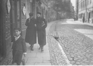 """""""Z pożółkłych stron starych gazet"""" odtworzyła żydowską Warszawę"""