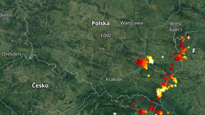 Front atmosferyczny wędruje przez Polskę. Sprawdź, gdzie jest burza