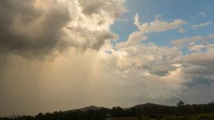 Prognoza pogody na dziś: burze nie ustąpią, do 22 stopni